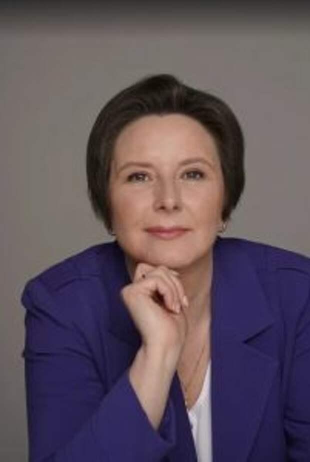Правозащитница Разворотнева передала мебель многодетной семье погорельцев  / Фото: Екатерина Бибикова