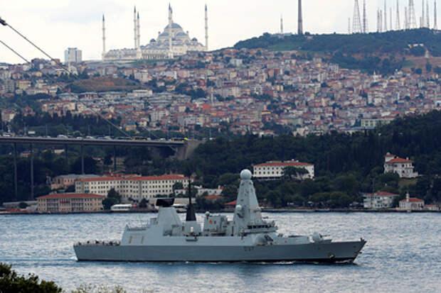 ФСБ сообщила о выдворении британского эсминца из территориальных вод России