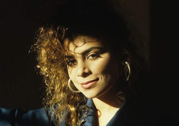 Фото №1 - Как сейчас выглядит самая красивая танцовщица 90-х