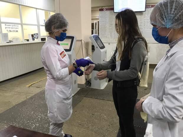 В ГКБ №7 Ижевска потоки пациентов разделили по цветам жетонов