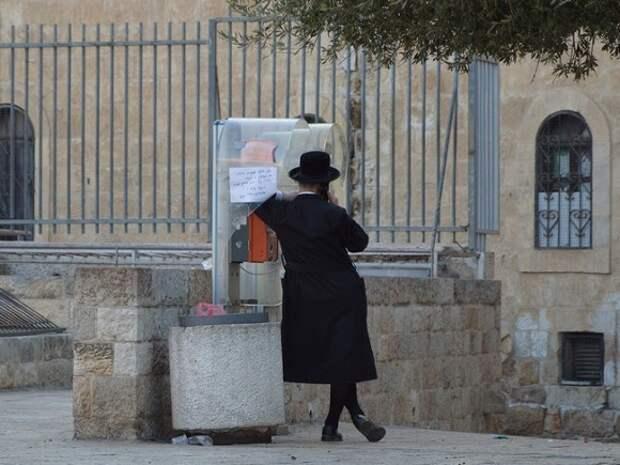 Десятки верующих пострадали при обрушении трибуны в синагоге под Иерусалимом