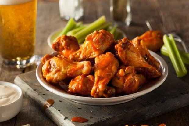 4 рецепта куриных крылышек, которые выведут блюдо на новый уровень