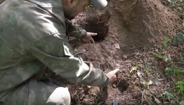 Копаем рядом воздуховод. /Фото: youtube.com.