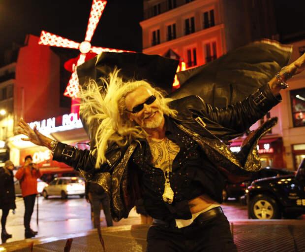 Из-за танцев Джигурды встало движение ибыла вызвана полиция