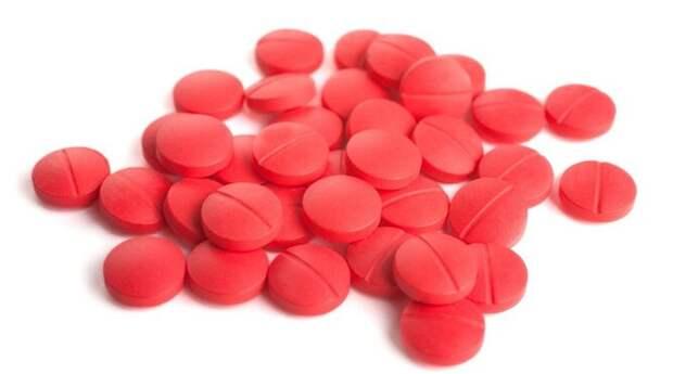 Бета-адреноблокаторы используются для понижения кровяного давления, при лечении сердечной аритмии и гипертензии. Но стоит ошибиться с дозой, и давление снизится слишком сильно, а вы заработаете гипотонию. В побочные эффекты также входит импотенция.