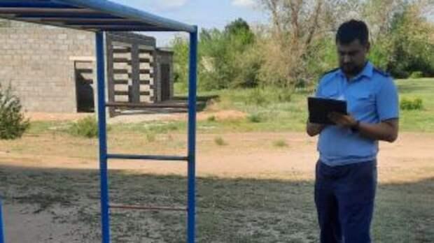 Чиновников вАкбулаке могут наказать заполомки надетских площадках