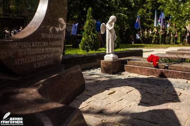 Мемориал погибшим в Горловке
