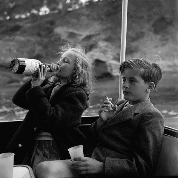 22 фото как воспитывали детей в прошлом или за что сегодня родителям не поздоровится