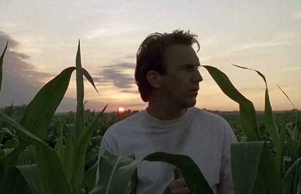 Кадр из кинофильма «Поле его мечты».