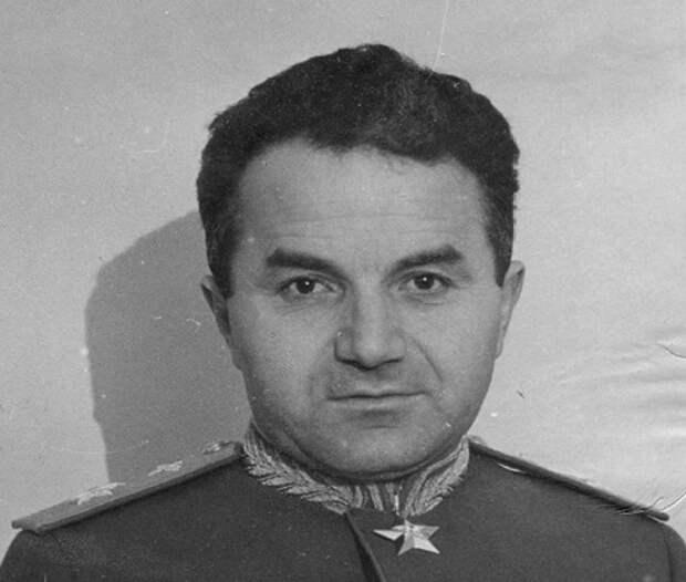 «Присвоил золотой запас Маньчжурии»: за что Сталин казнил маршала Худякова