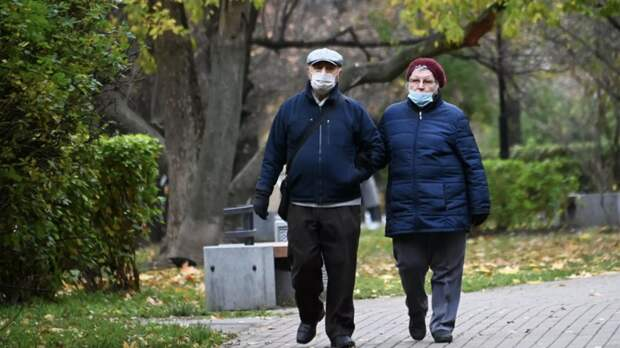 Клиентов без масок можно не обслуживать, постановил Верховный суд России