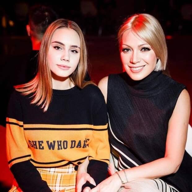 Телеведущая Аврора и ее дочь Аврора