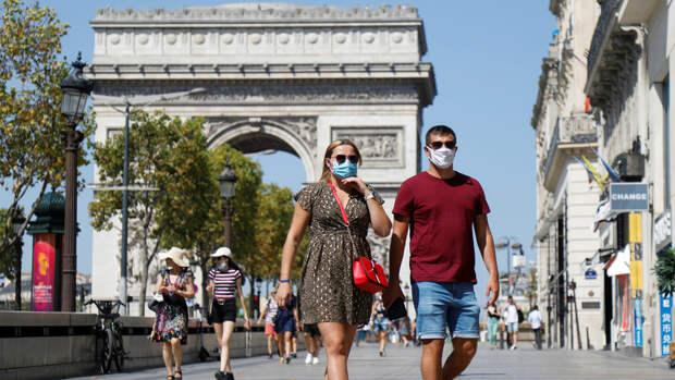 Во Франции отменили обязательное ношение масок