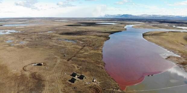 """""""Роскосмос"""" опубликовал снимки места разлива топлива в Норильске"""