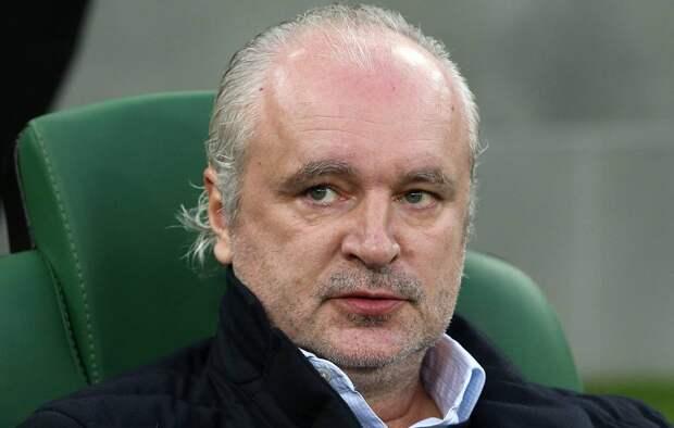 Тренер «Ахмата» раскритиковал «ноющих» из-за денег россиян. В пример привел бомжей
