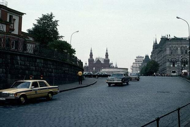 1983, Moscow, USSR --- A parade of official cars exit the Kremlin around the base of St. Basil's Cathedral. Ordinary citizens are not allowed to drive in this square. --- Image by © Dean Conger/CORBIS