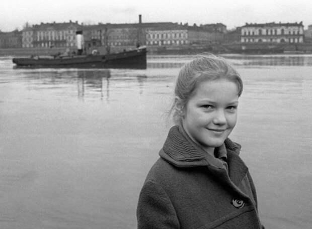 Как менялась самая очаровательная стюардесса советского кино Елена Проклова с течением времени.