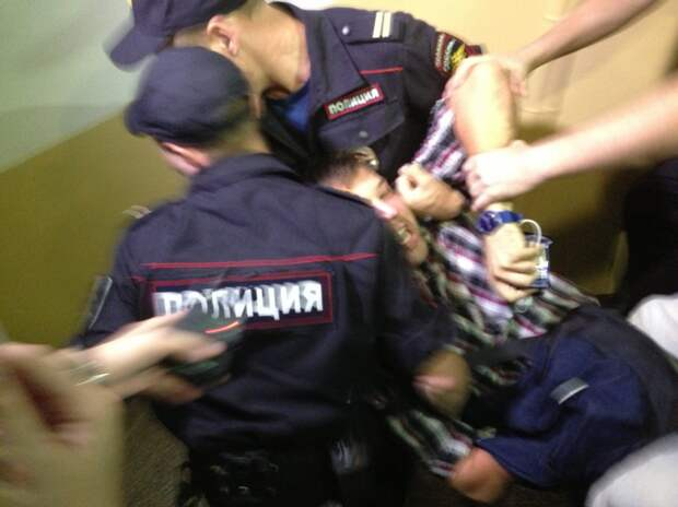 Наркоторговца с двумя килограммами героина задержали на улице Ротерта