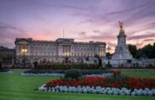 Вокруг света: Кто посмел без приглашения посетить королеву Великобритании: 10 незаконных визитов в Букингемский дворец