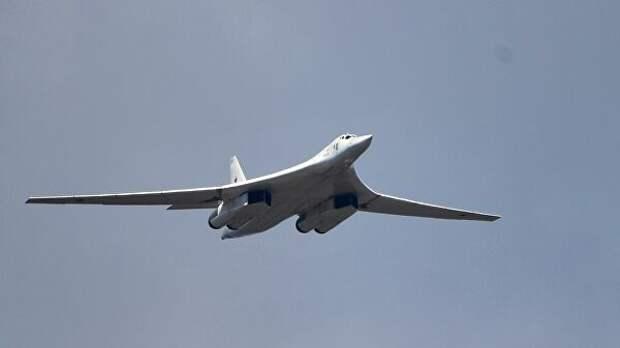 Два бомбардировщика Ту-160 выполнили полет над Балтийским морем