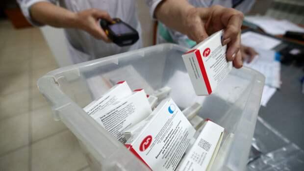 Партия вакцины ЭпиВакКорона для профилактики COVID-19 на аптечном складе в Волгограде - РИА Новости, 1920, 10.06.2021
