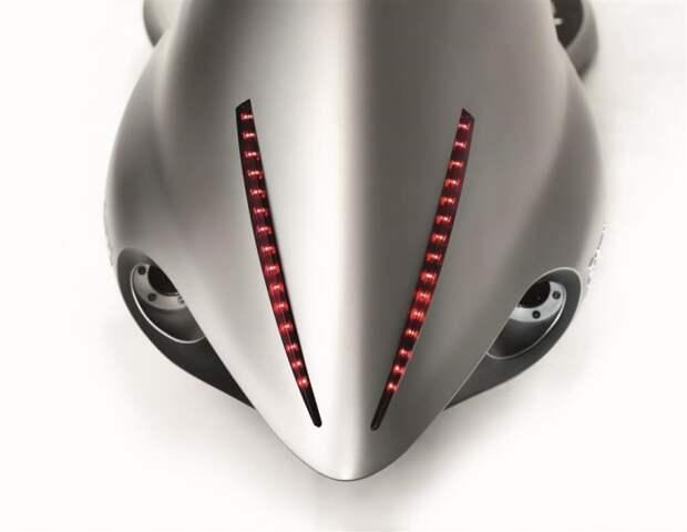 Хищная акула или корма мотоцикла Akrapovic Full Moon.