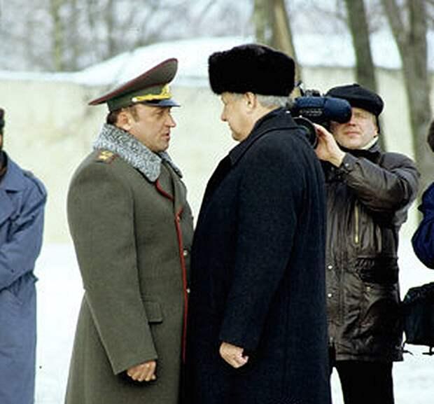 """""""Борис Ельцин всех нас предал!"""" Последнее интервью Павла Грачева."""