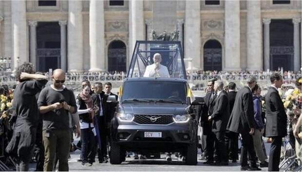 Папа Римский пересел на российский УАЗ