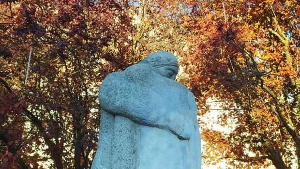 Памятник жертвам украинских нацистов УПА напоминает крымчанам о преступлениях Киева