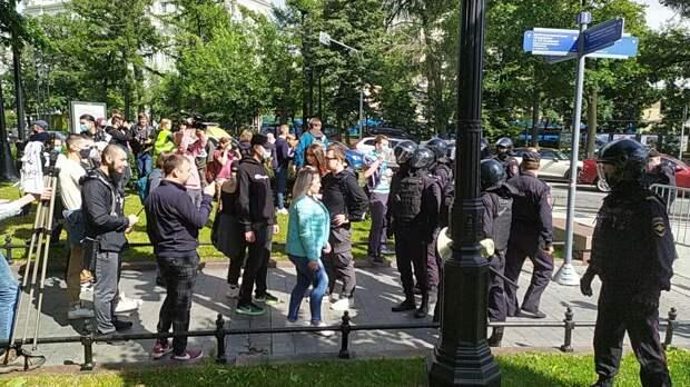 Десятки человек задержаны на акциях солидарности с хабаровчанами