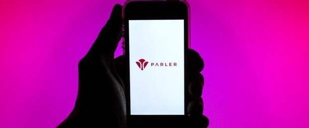 Apple вернет популярную у сторонников Трампа соцсеть Parler в магазин приложений