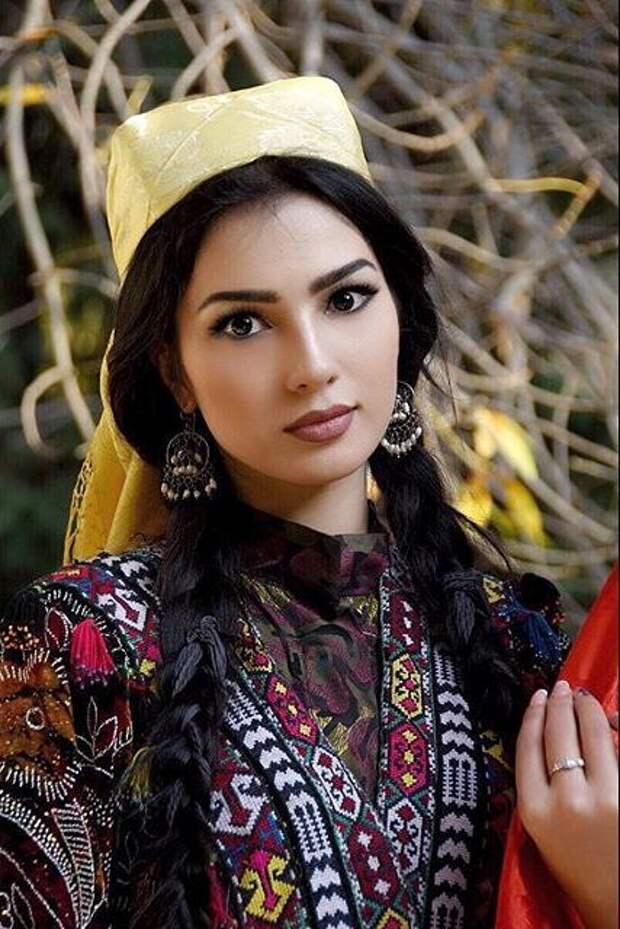 таджикская модель Нодира Мазитова
