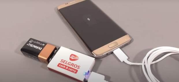 Компактное и недорогое устройство для зарядки телефона. /Фото: youtube.com