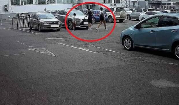 «Свиньи» воВладивостоке перепутали дорогой автомобиль смольбертом