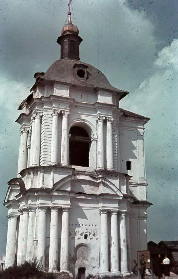 1942. Колокольня Успенского собора
