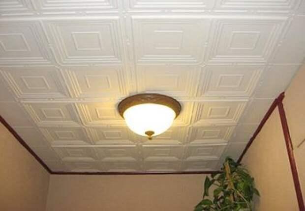 Плиты из пенополистирола на потолке в прихожей