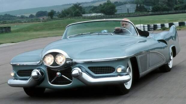 GM LeSabre - концептуальный автомобиль, который был показан в 1951 году. авто, автомир, интересное, монстры, странные