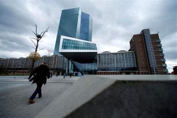 Прогноз роста еврозоны остается умеренным, инфляция отстает от американской