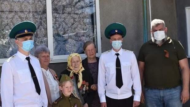 Руководители Джанкойского района поздравили ветеранов с Днем Победы