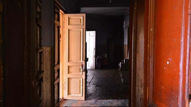 Труп молодого врача нашли в одной из комнат коммуналки в центре Петербурга