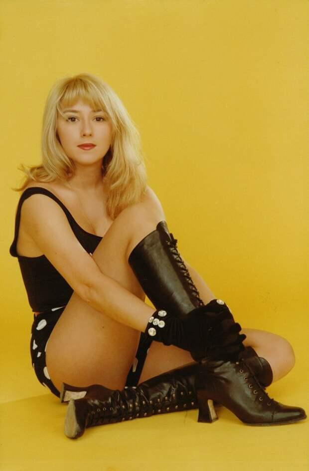 Юная Алена Апина в начале 90-ых.
