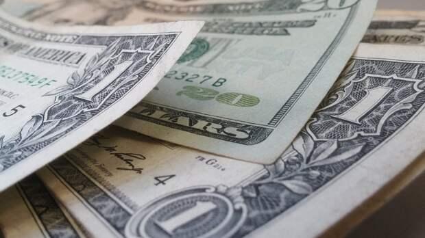 Экономист предрек рублю укрепление к доллару