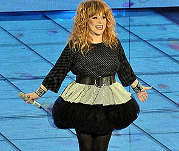 Певица Алла Пугачёва, вас интересует её жизнь, её дети, её фигура и в конце концов, вы любите её как тпевицу?