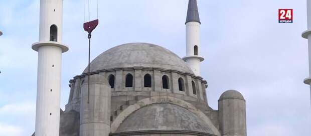 Возобновилась прерванная пандемией роспись Соборной мечети в Симферополе