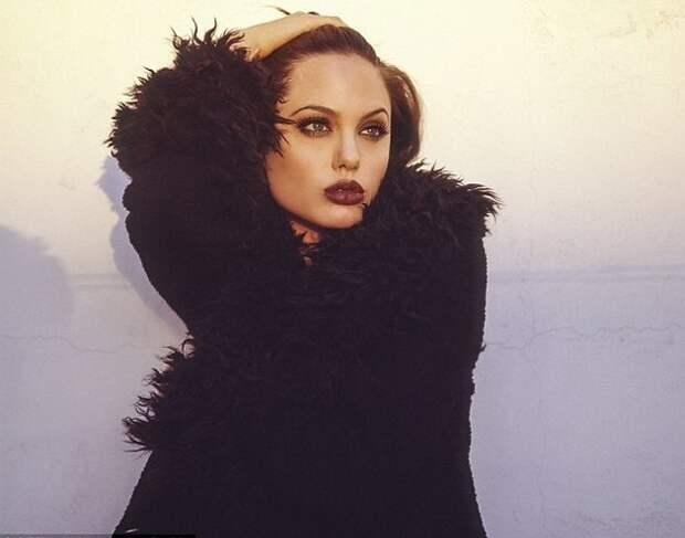 Анджелина Джоли в фотосессии Марселя Индик, октябрь 1995 года