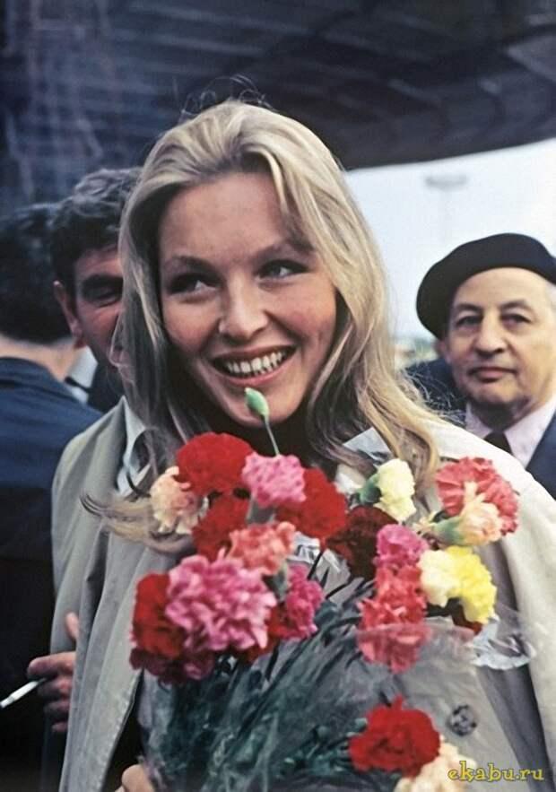 Актрисы и цветы: Марина Влади
