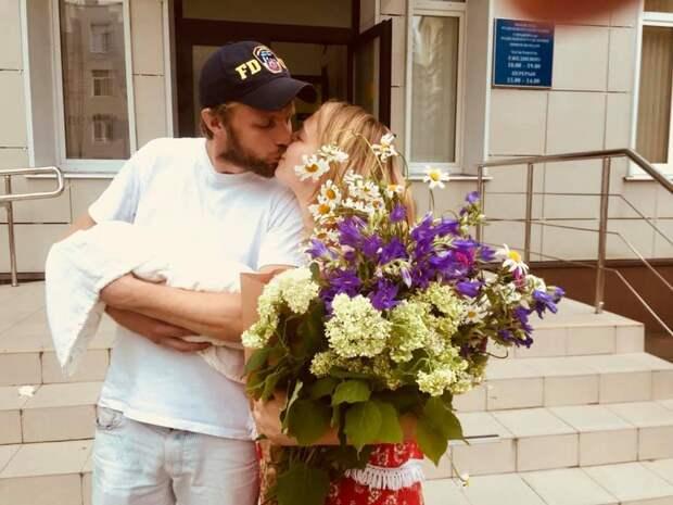 Таисия Вилкова рассказала о новорождённой дочери и поделилась архивными снимками