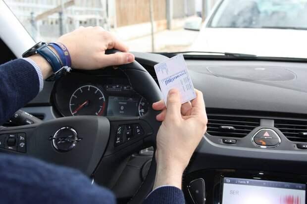 Просроченные водительские права в России будут действовать до конца года