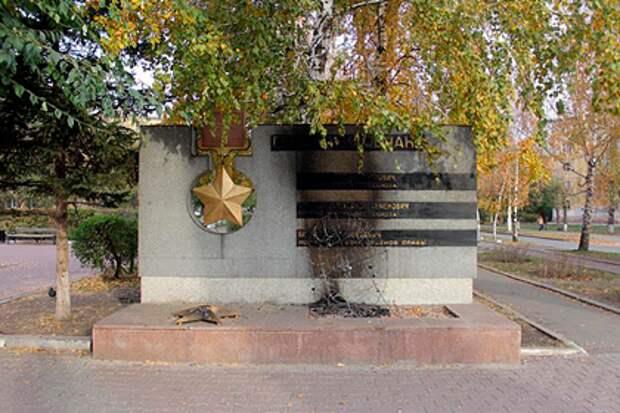 В Красноярске подожгли памятник героям Великой Отечественной войны
