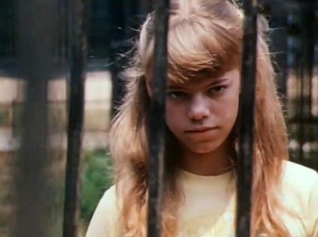 Как менялась всесоюзная Красная Шапочка, актриса Яна Поплавская, с течением времени.